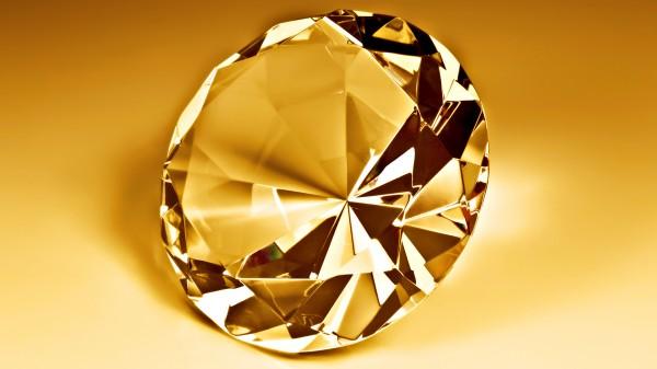 Золотой камень на золотом фоне
