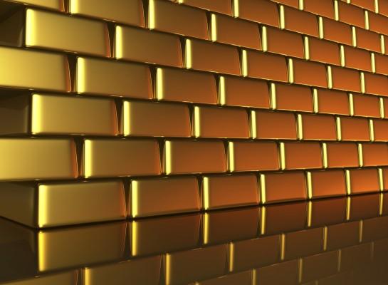 Золотые слитки в стопках