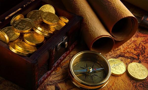 Карта, компас и золотые монеты