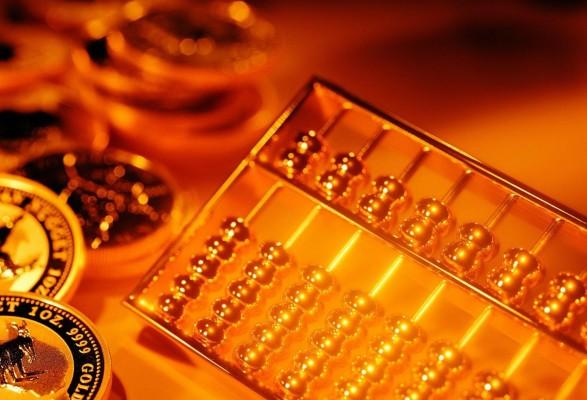 Золотые счёты на золотом фоне