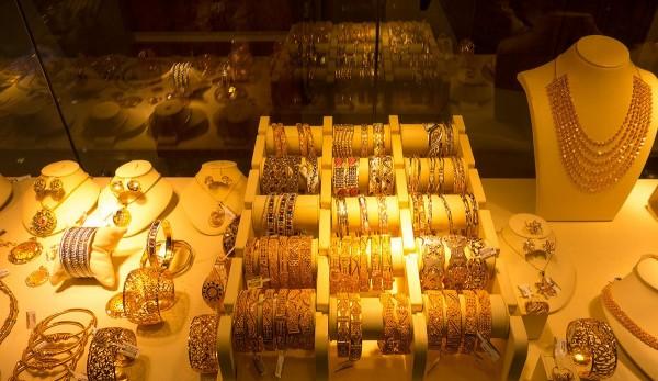 Витрина с золотыми украшениями