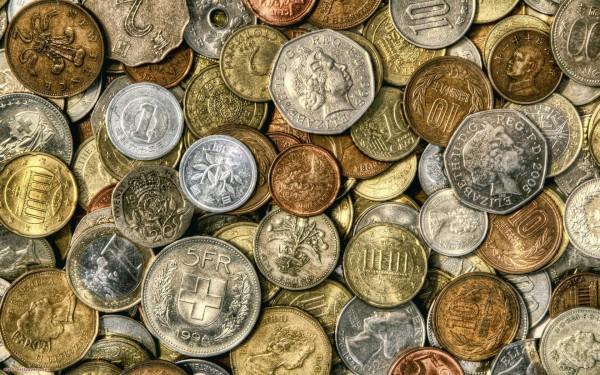 Старинные монеты крупным планом
