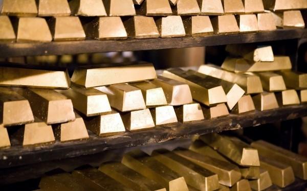 Золото в форме слитков