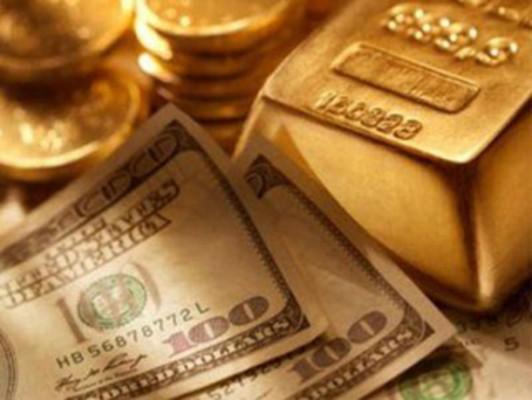 Золото и купюры долларов США