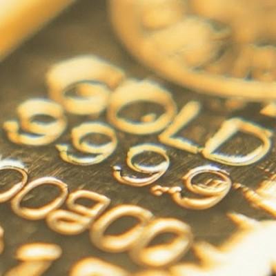 Золотой слиток крупным  планом