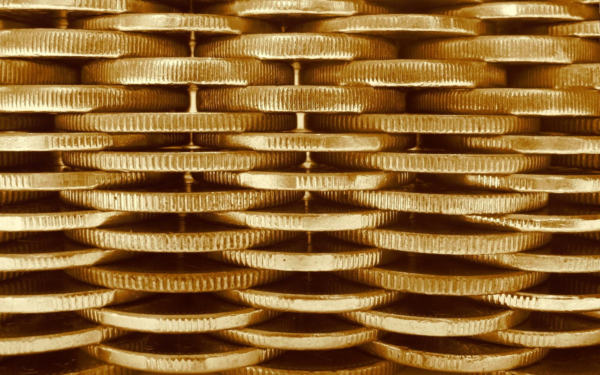 Идентичные стопки золотых монет