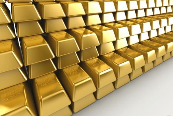 Стопки золотых слитков крупным планом