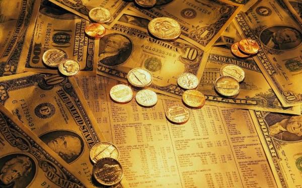 Золотые монеты и купюры долларов США
