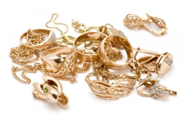 Золотые украшения на белом фоне
