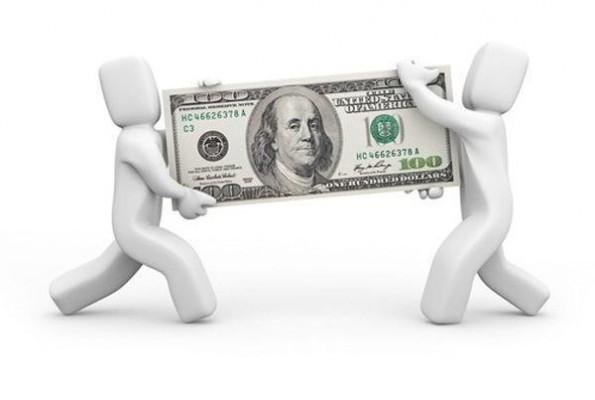 2 человечка, перетягивающие купюру доллара США