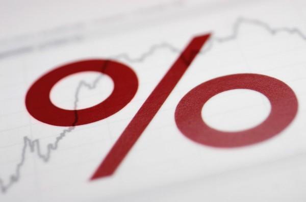 Котировки: значок процента на фоне графика