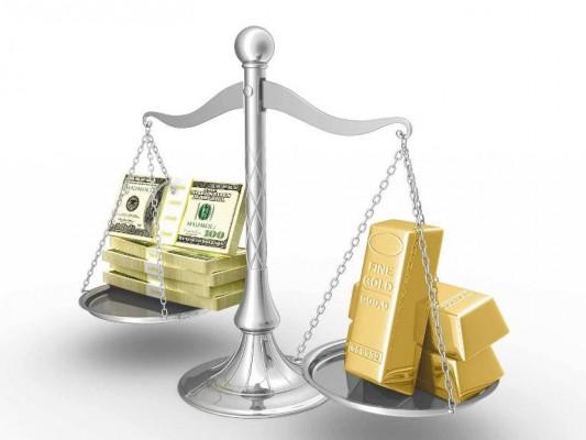 Золото на весах, противовес - доллар