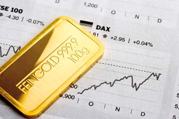 Золото: слиток на фоне графика