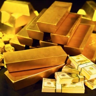 Золото в слитках и купюры долларов США