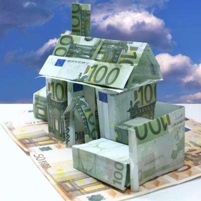 Дом из купюр евро