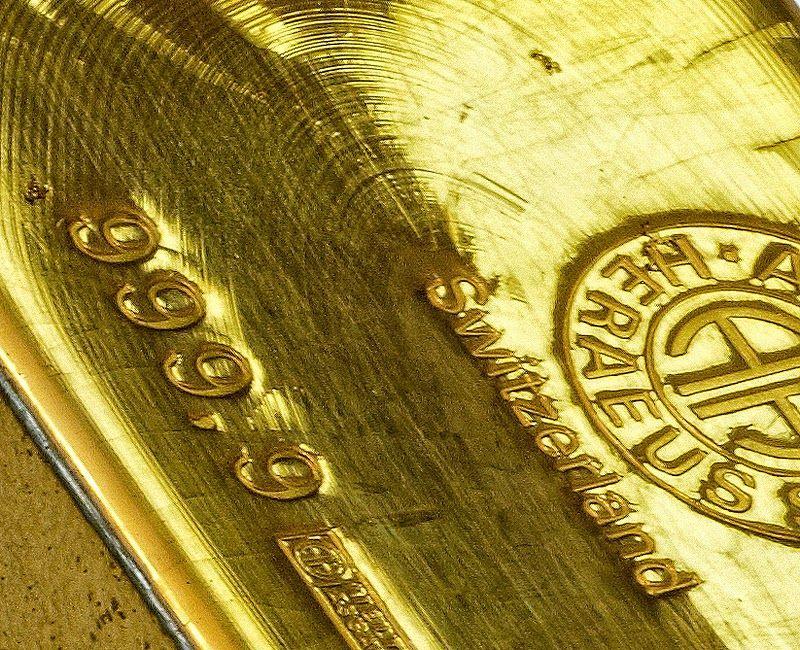 Слиток золота крупным планом