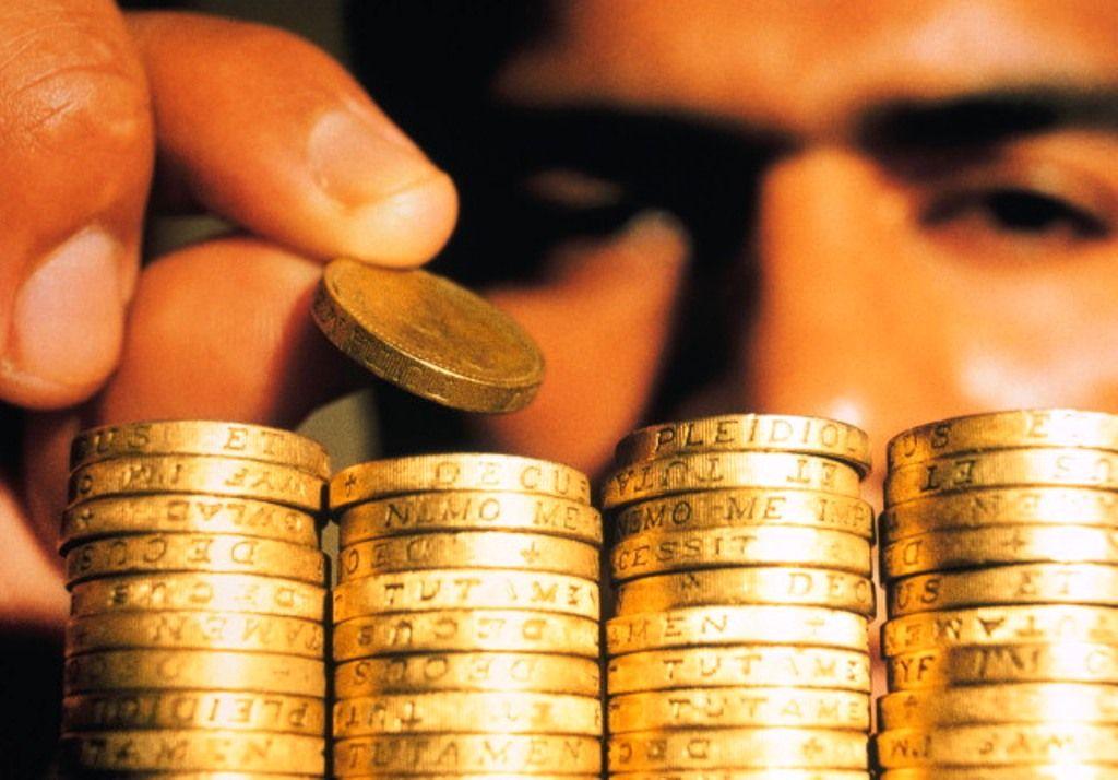Золотые монеты - в стопках