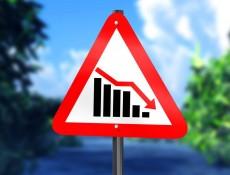 Дорожный знак, иллюстрирующий снижение уровня спроса на золото