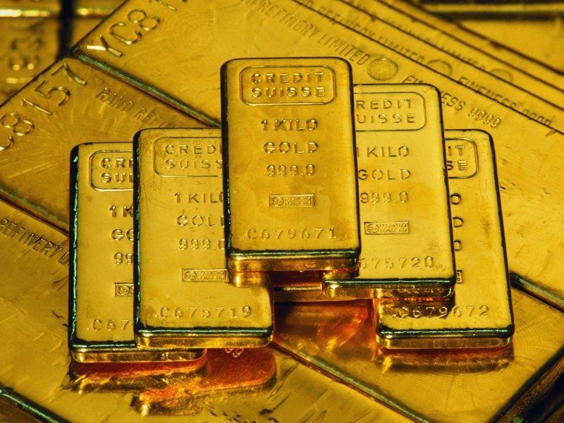 Слитки золота на фоне слитков золота