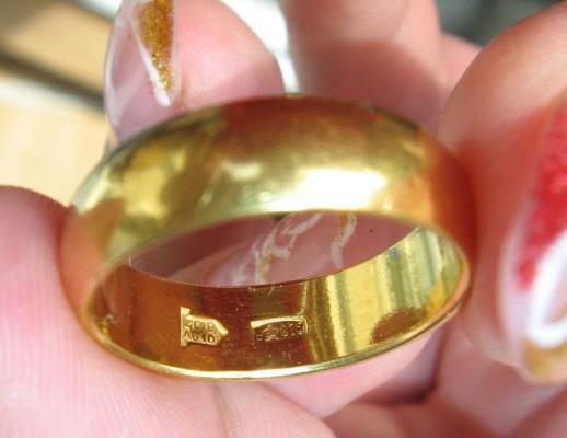 Золотое кольцо после проверки уксусом