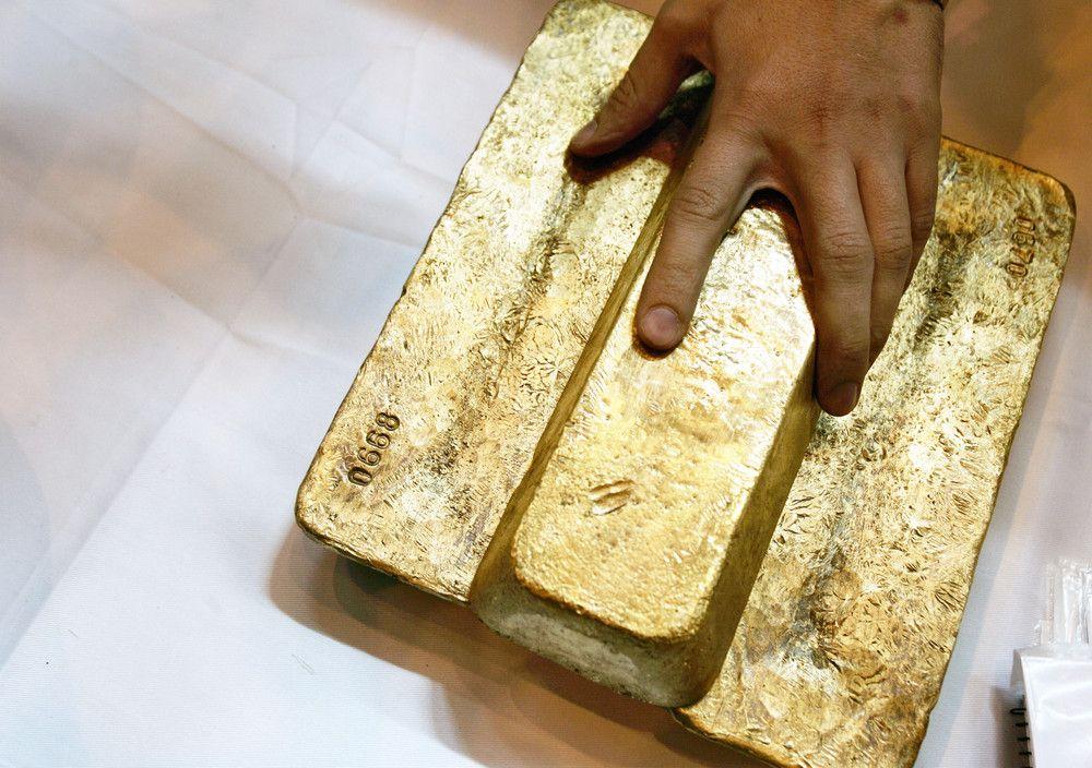 3 слитка золота