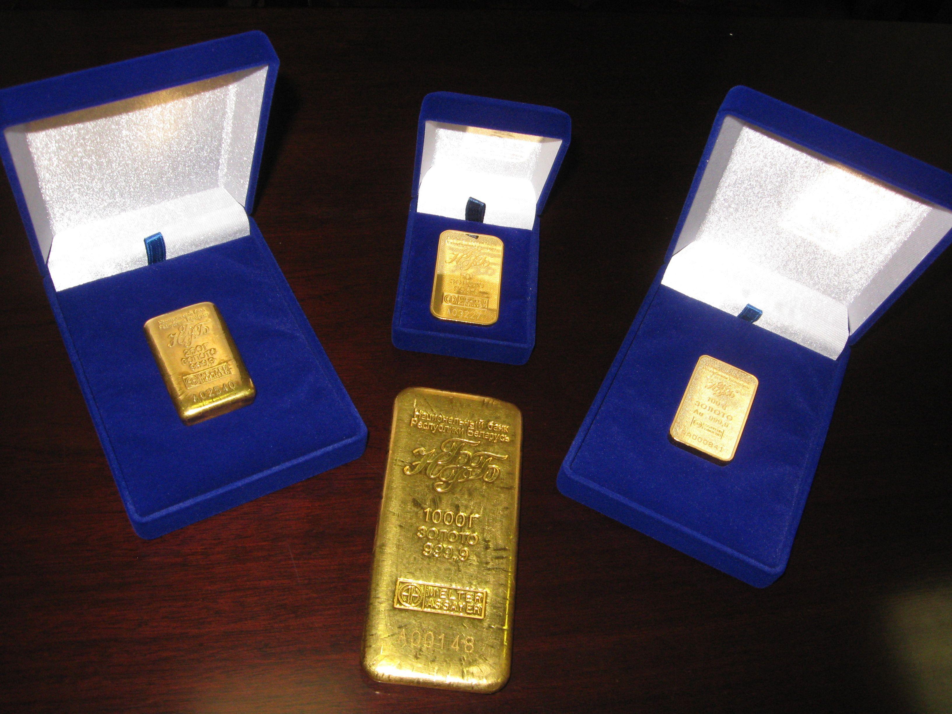 Золотые слитки в коробках