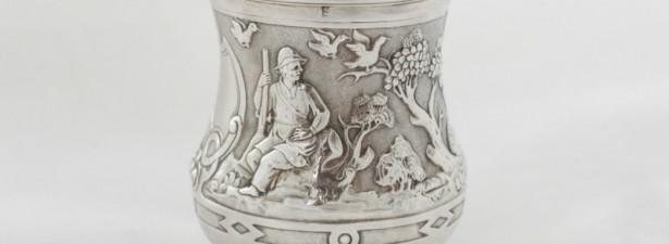 Чайница со сценами охоты из серебра 84 пробы