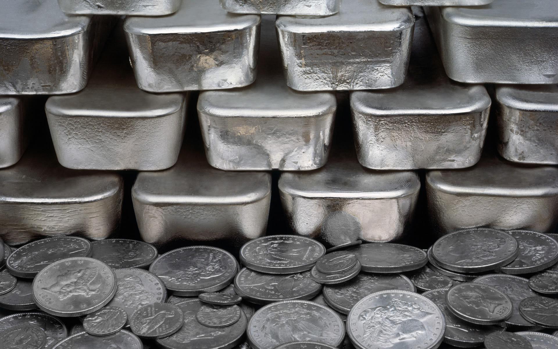 Серебряные слитки и монеты