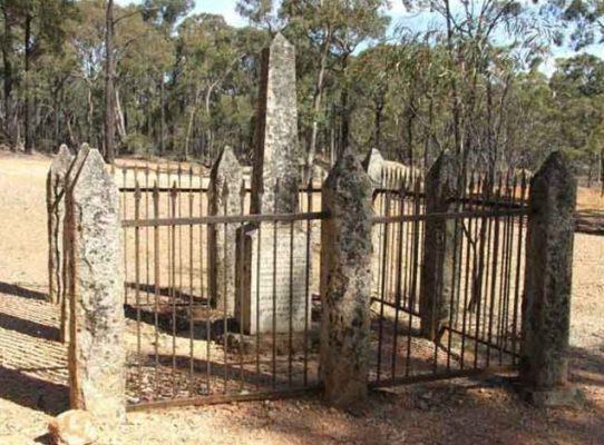 Памятный столб на месте находки «Желанного незнакомца»