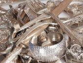 серебрянные вилки, ножи и украшения