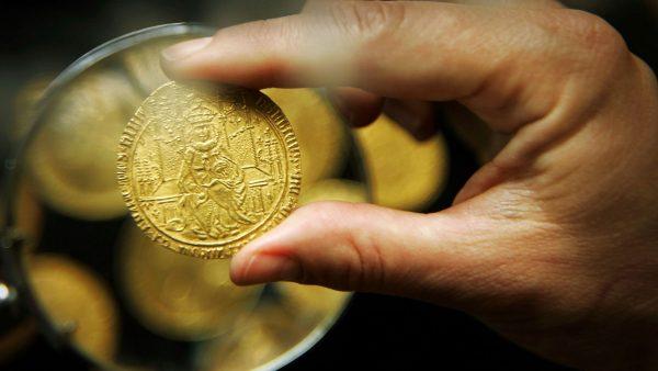 чистая золотая монетка