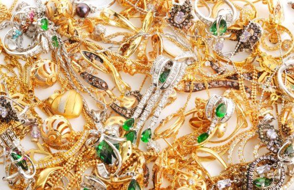 дорогие украшения из золота с камнями
