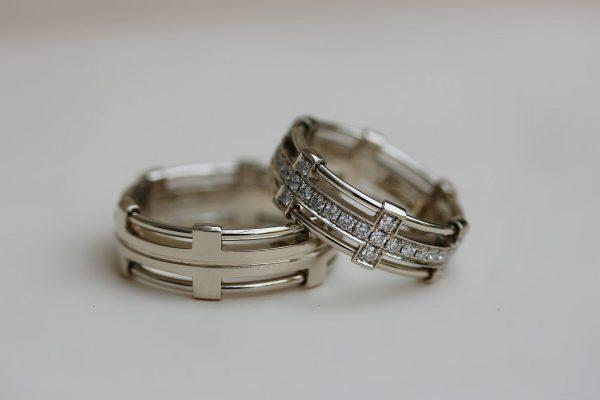кольца с родиевым покрытием и с камнями