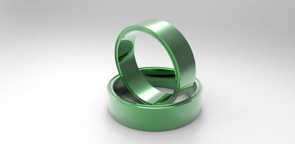 два кольца зеленого цвета
