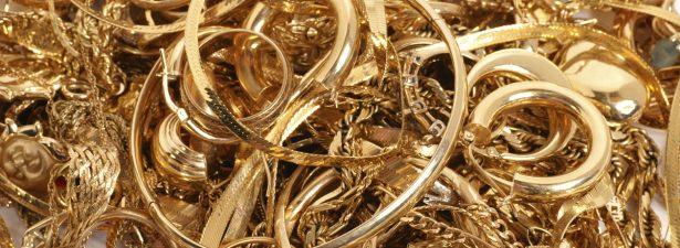 горка золотых изделий