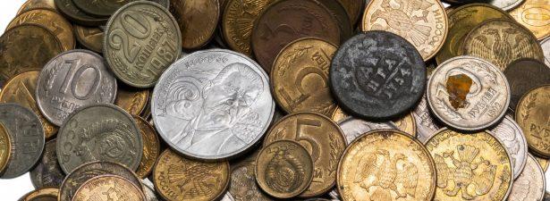горка разных монет