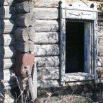 старый деревянный дом без окон
