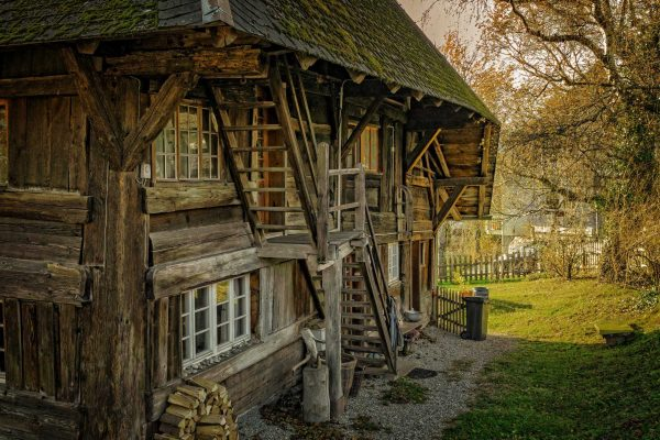 старый дом для поиска клада