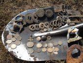 старинные монеты и детали в лопате