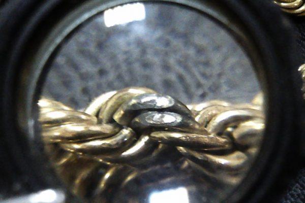 золотая цепь под лупой