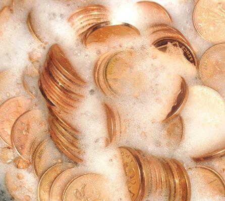 золотые монеты в мыльном растворе