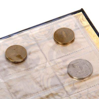 коллекционные монеты в альбоме