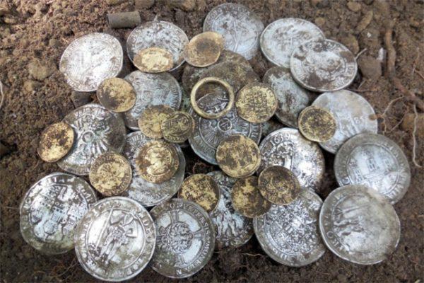 откопанные монеты